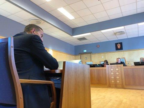 Advokat Ole Johan Prytz svarte lagdommer Bjørn Olav Aspelund (i midten av dommerpanelet) på hvorfor han trodde Lillehammer Olympiapark brøt samarbeidsavtalen.