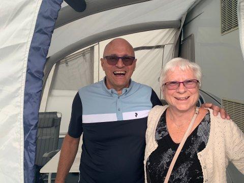 Rolf Bjørgan og Anne Grete Bjørgan har tatt bobilen ned til Landskappleiken, det selv om de bor et kvarter unna Vågå. Foto: Hanna Willoch
