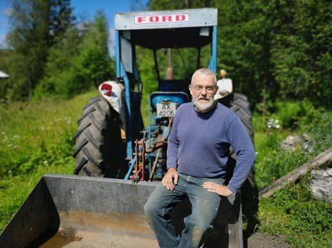 TILBAKE TIL LIVET: Bjørn Solberg, opprinnelig fra Brandbu, fant tilbake til livet da han flyttet til Brumund. Etter å ha drevet rovdrift på egen kropp møtte han veggen og fysisk jobb på eget småbruk ble redningen hans.