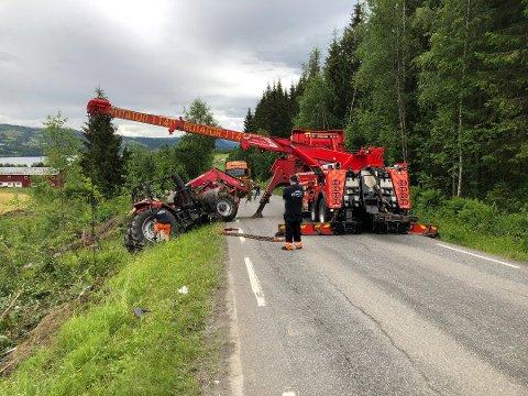 En tenåring fra Vestoppland ble alvorlig skadd under trafikkulykken på fylkesveg 250 ned mot Vingrom mandag.