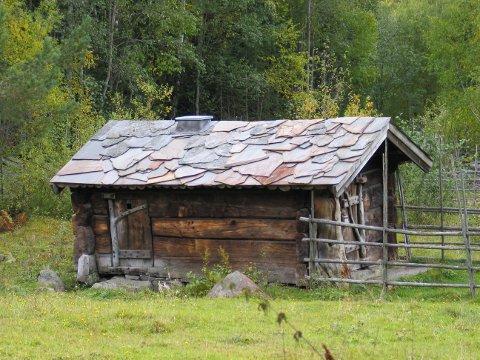 Lesjabu er et lite seterhus på Maihaugen med noe bortgjemt plassering. Her risset brannformannen fra Sarpsborg inn navnet sitt i 1949 - og fikk senere reprimande for det.