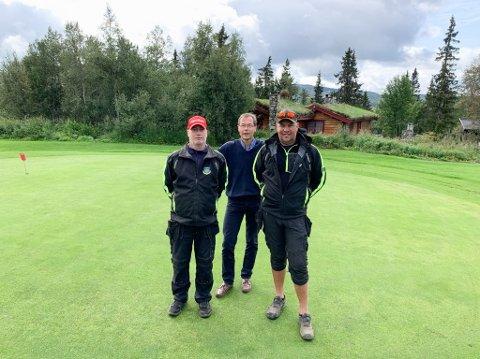 OPPTUR: (f.v) Knut Erik Hagen, Morten Sæther og Torkell Seielstad er optimister på vegne av golfsporten på Skeikampen.