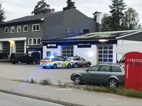 Tatt: Politiet stoppet biltjuven ved Mesna Auto onsdag kveld. Mannen har ikke lokal tilhørighet.