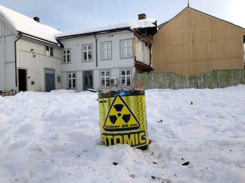 Til og med branntomta i Storgata 81 var base for oppskyting av raketter og avfyring av eksplosiver.