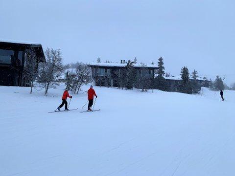 Senest lørdag var det flere som gikk opp alpinbakkene i Kvitfjell med toppturutstyr.