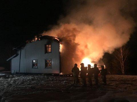 BRANT NED: Eneboligen på Rudshøgda brant helt ned torsdag morgen.