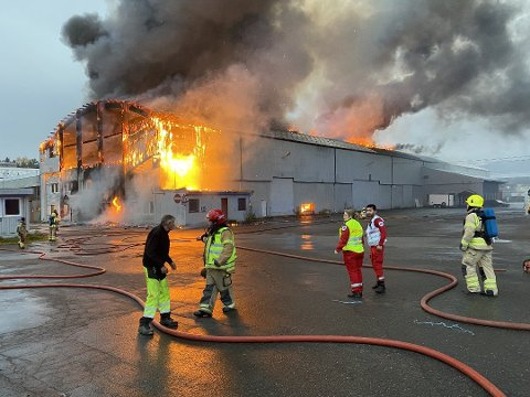 DØDSBRANNEN: I ruinene etter brannen fant politiet to døde menn.
