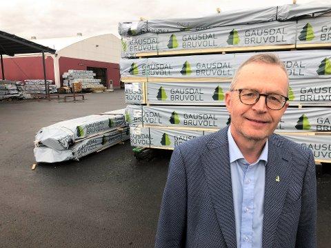Administrerende direktør Jørn Nørstelien og Gausdal Bruvoll utsetter investeringen i nytt justerverk i Segalstad Bru med nesten ett år.
