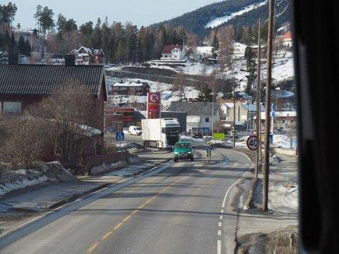 Dagens E6 går blant annet gjennom Ringebu sentrum, med fartsgrense på 40 km/t.