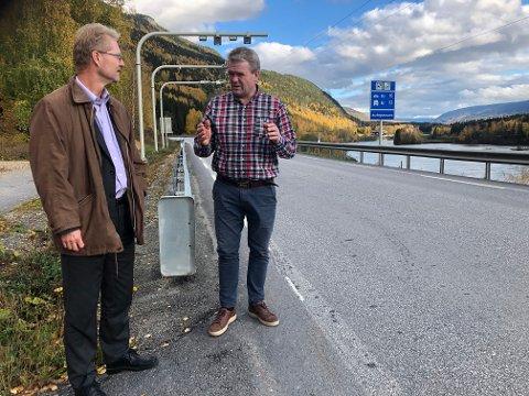 Ordfører Ole Tvete Muriteigen i Sør-Fron og stortingsrepresentant Tor Andre Johnsen (Frp) jobber med  å holde trykket oppe for å få fjernet bommen mellom Fronskommunene