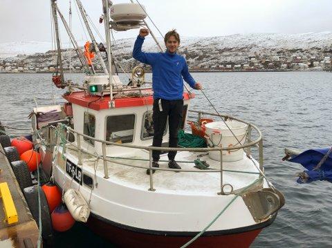 KONGE PÅ BAUGEN: Mats Wahlquist er fornøyd med å være sin egen herre om bord i sjarken sin. Foto: Trond Ivar Lunga