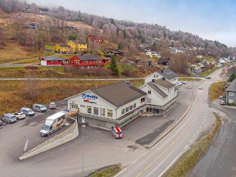 TIL SALGS: Østringsvegen 1 der Gausdal Landhandleri tidligere hadde sitt utsalg ved Segalstad i Gausdal, er til salgs for 21 millioner kroner.