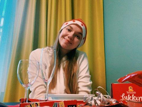 Celine Magnussen (18) ble smittet av korona rett før jul. Nå må hun feire jul isolert på et hotell i Oslo.