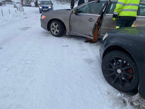 Det vart trøbbel i trafikken på fylkesveg 27 måndag formiddag.