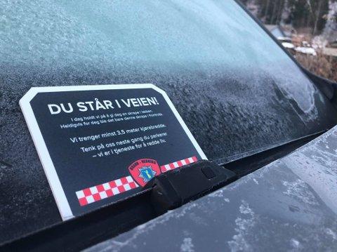 Parkerte biler kan hindre brannbiler fra å komme fram dit de skal. Nå oppfordrer Sel brann- og redningsvesen folk til å tenke på brannvesenet neste gang de parkerer.