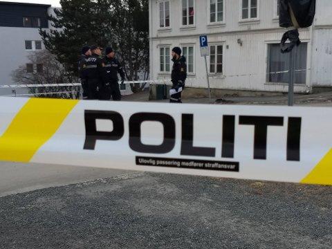 RUNDSPØRRING: Politiet jobbet i lang tid med å snakke med naboer til huset der drapet skjedde.