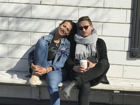 Chnar Beckr og Leonard Lindén foretrekker bypåske, men savner kafeene, utelivet og folk.