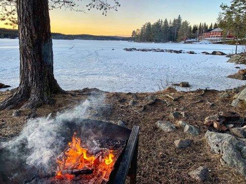 Det er stor skogbrannfare mange steder i distriktet vårt nå, og brannvesenet fraråder all bruk av åpen ild.