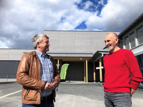 ÅPNER: Daglig leder Terje Rønning (t.v.) og avdelingsleder Goran Minic smilte da de åpnet badelandet igjen i sommer.