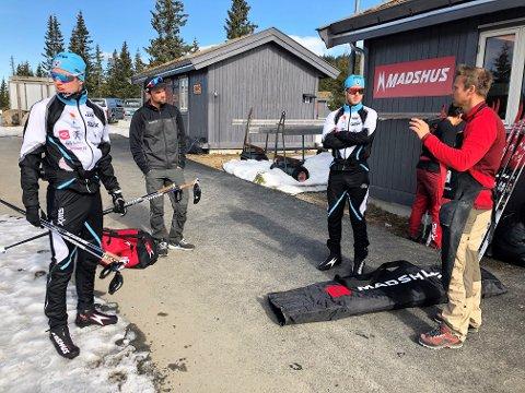 TESTING: Mårten Soleng Skinstad (f.v), Ole Martin Storlien, Petter Soleng Skinstad og Svein Ivar Moen klare for skitesting på Natrudstilen denne uka.