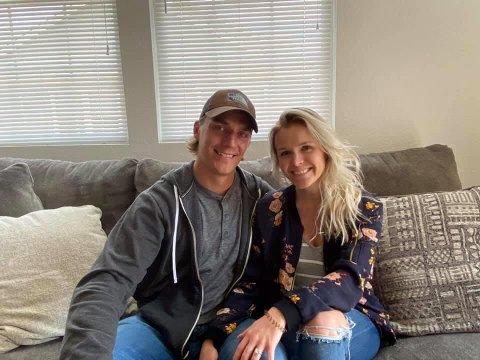 Ben Holmstrom og Morgan Moss flytter til Lillehammer i august. Holmstrom har kamper i NHL og vil kommende sesong ikle seg Lillehammer-drakta.