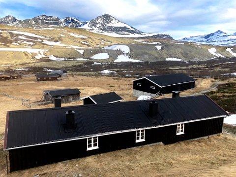 BORTE PÅ ET BLUNK: Bildet fra Dørålen tatt mandag. Snøen er borte. Turistforeningen åpner hyttene 19. juni.