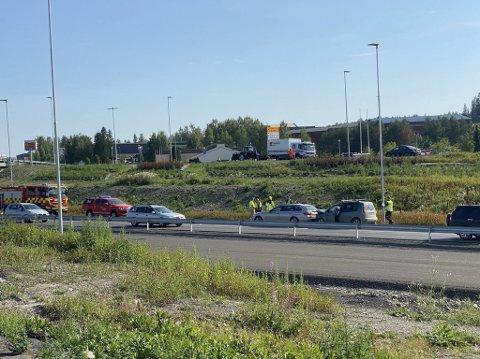 TRAFIKKULYKKE: To biler var onsdag ettermiddag involvert i en trafikkulykke på E6 ved Rudshøgda.