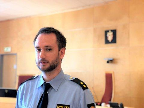 ETTERFORSKER: Politiets etterforskningsleder Erik Tronstad Drægebø har ledet etterforskningen i saken mot midtdølen i 30-årene som står tiltalt for medvirkning til overgrep mot barn. Torsdag forklarte en spesialetterforsker seg om tiltaltes beslaglagte datautstyr.