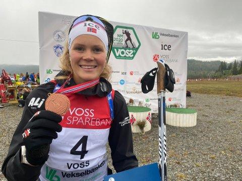 Karoline sikra seg bronsemedalje under helgas NM i rulleskiskyting. Nå håper hun at hun klarer å følge opp den gode fjorårssesongen.