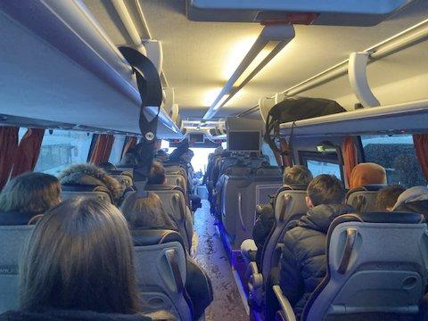 Så fullt var det på bussen hjem fra Vinstra vidaregåande skule torsdag 21. januar.
