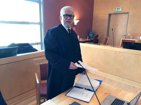 Politiadvokat Lars Rune Ringvik i retten la ned påstand om fem års fengsel for mannen som tente på Dombås kirke og forsøkte å brenne ned Sel kirke for et snaut år siden.