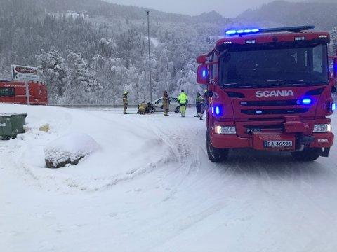 Brannvesenet er på plass ved trafikkulykken i Lalm.