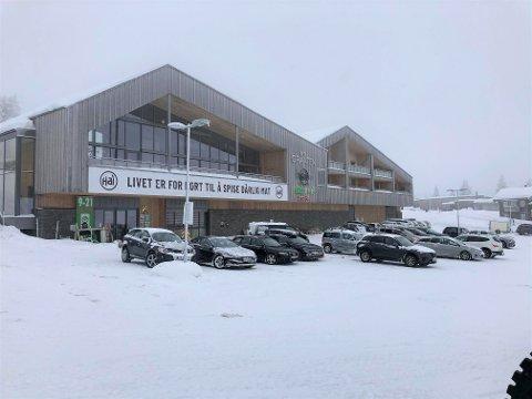 Her vil det kry av folk de neste ukene. Destinasjon Sjusjøen har hendene fulle med å svare på spørsmål i forbindelse med vinterferien.