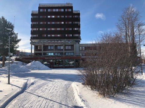 DØDSFALL: Tynset kommune har meldt inn et dødsfall i kommunen til Legemiddelverket. En kvinne i 30-årene omkom av hjerneslag etter å ha tatt AstraZeneca-vaksinen ti dager tidligere.