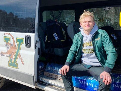 Matias Bjørnflaten Øvrum (21) stortrives i USA, hvor han kombinerer studentlivet med skisatsing. Han forlenger gjerne oppholdet i USA, og vurderer både å ta en master og jobbe der etter endt studium.