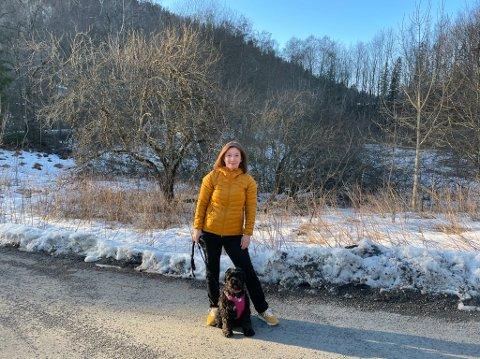 KLAGER: Siv Kristin Bækkelund ønsker å prøve lovligheten av vedtaket om ekstraordinær båndtvang i Lillehammer. - Trolig er det i strid med hundeloven, sier hun