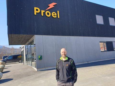 En fornøyd daglig leder i Proel, Roar Valbjørgsløkken,  kan konstatere at fire bedrifter fra by og dal har fått et særdeles stort og viktig oppdrag.