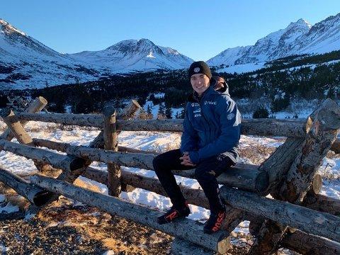 """Carter Brubaker måtte fly i åtte timer for å hoppe i en nittimetersbakke i USA. På Lillehammer er det gangavstand. """"Fasilitetene på Lillehammer er mye bedre"""", mener Brubaker."""
