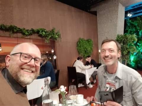 PÅ DATE: Verken Ole Kristian Joten (t.v.) eller Odd Arne Svaet har sett den ferdige episoden. Her en selfie Ole Kristian tok under det første møtet.