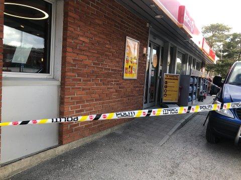 En mann i 30-årene ble knivstukket på Cirkle K på Dombås natt til søndag 23. mai. En kvinne i 20-årene er pågrepet og siktet for hendelsen.