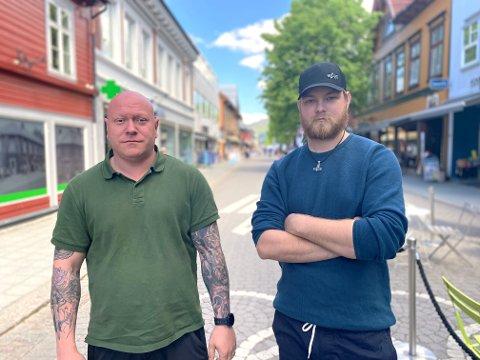 OPPGITT OVER VEDTAK: - Isolasjon er en medvirkende faktor til både angst og depresjon., derfor kan vi ikke skjønne hvorfor gruppeterapitilbudet blir lagt ned, sier Kai Arne Holm og Sjalg Øvstehage.