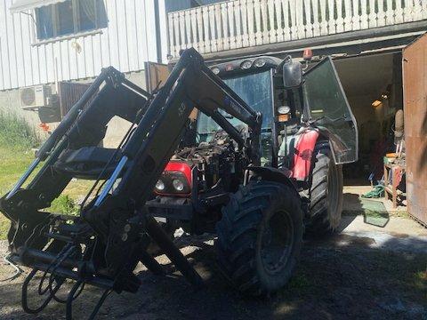 Her sto traktoren, like ved føderådsbygningen.