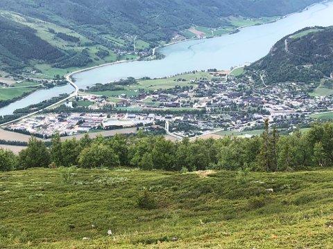 Slik blir utsikta fra nye Jetli hyttefelt i Vågå. Tre grunneiere går sammen om utbygging, blant dem ordfører Harald Sve Bjørndal.
