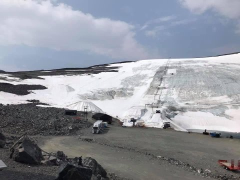 SMELTER: Slik ser det ut i skianlegget ved Juvasshytta nå.