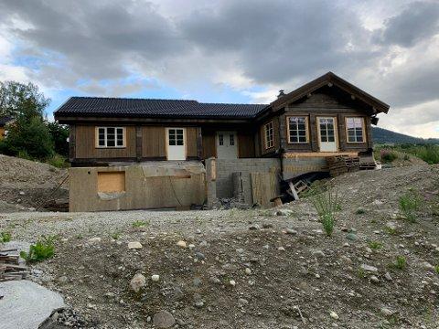 STOPP: Sør-Fron kommune ila byggestopp for arbeidene på denne boligen oktober i fjor.