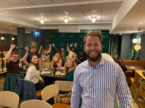 SKOLEVALGVAKE: - Resultatet i skolevalget for Sp i Oppland er vanvittig sterkt, sier leder av Senterungdommen i Norge, Torleik Svelle, her på valgvake i Oslo. I 2017 fikk Sp 15 prosent av stemmene i skolevalget i Oppland. I år fikk de 21, 1 prosent av stemmene.