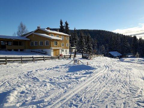 SERVERING I VINTER: Norsk Folkehjelp og Lunner Røde Kors samarbeider om servering på Brovoll denne vintersesongen.