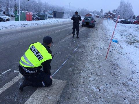 Politiet gjorde grundige undersøkelser på ulykkesstedet fredag ettermiddag.