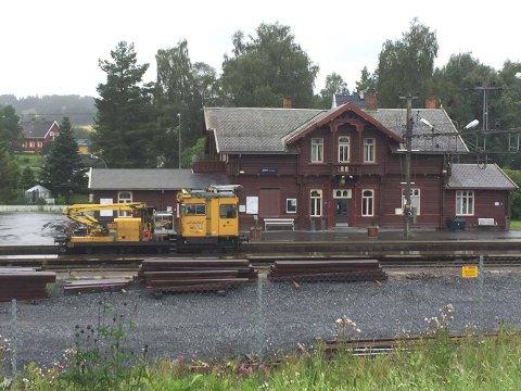 Det er kjørt arbeidstog fra Jaren til sør for Harestua.