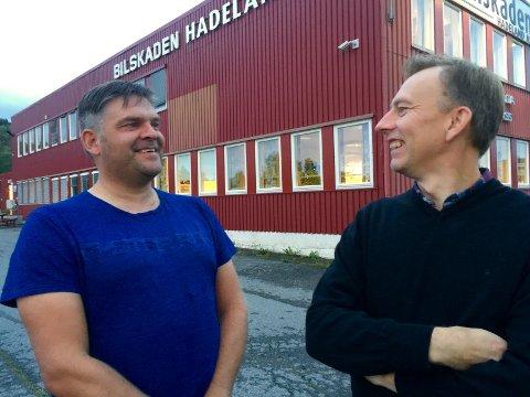 SER LYST PÅ DET: Ett dårlig prosjekt ga underskudd i Byggservice Innlandets andre hele driftsår, forklarer Dag Robert Larsson (til venstre), som i 2016 kjøpte selskapet sammen med blant andre Per Anders Brørby. Da ble dette bildet tatt.